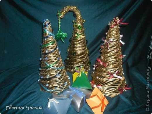 Добрый день мастера и мастерицы. Выставляю на Ваш суд очередное свое творение.готовлюсь немного к праздникам. красила елки балончиком.