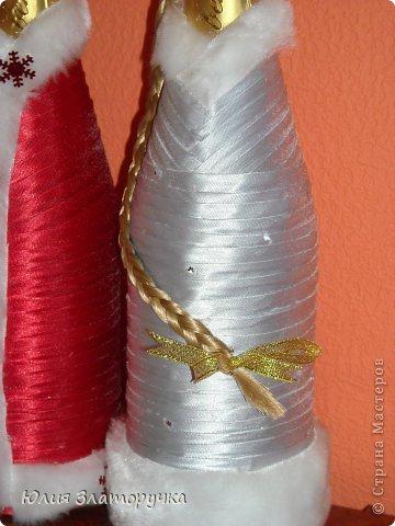 вот такая новогодняя одёжка для новогоднего напитка. Украшена бусинками и конфетами вместо игрушек. фото 7
