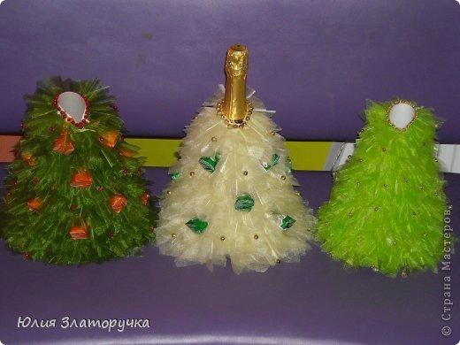 вот такая новогодняя одёжка для новогоднего напитка. Украшена бусинками и конфетами вместо игрушек. фото 1