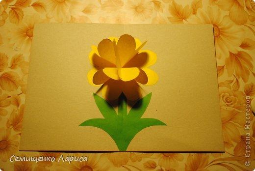 Ко Дню матери мы с учениками младших классов делали объёмную открытку с распускающимся цветком. Предлагаю мастер класс. фото 17