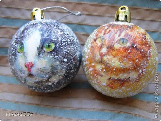 Коты в сугробах. Решила сделать шарики. Новогодних салфеток почти нет. Сочиняла на ходу. фото 1
