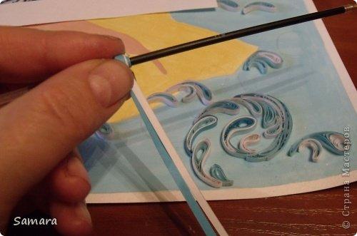 Представляю очередную работу. В одном из мастер-классов я обещала удивить, надеюсь, что мне это удалось. Материалы: лист формата А-3, полоски шириной 3 мм., более 20 цветов, клей ПВА, инструменты для скручивания роллов. фото 3
