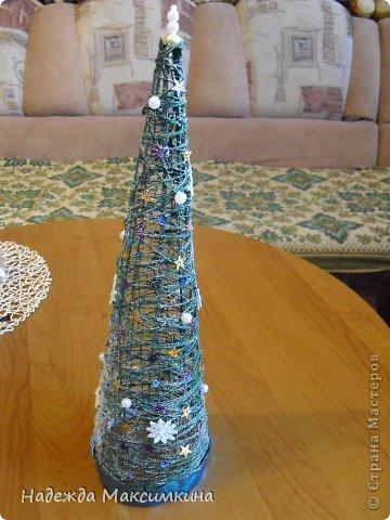 Привет всем! Вот такая новогодние елочка получились из ниток.