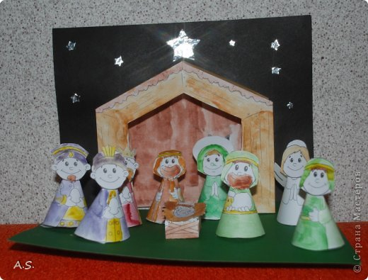 """Готовимся с ребятами к Рождеству. Оформляли выставку в витрине нашего краеведческого музея. Часть работ прошлогодняя, ну и новые, конечно, сделали. Идей было много - не всё успели:))) Это """"Рождественская композиция"""" Никиты, 6 лет фото 2"""