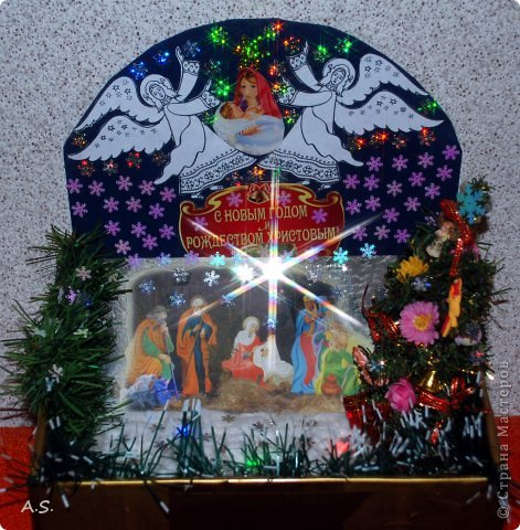 """Готовимся с ребятами к Рождеству. Оформляли выставку в витрине нашего краеведческого музея. Часть работ прошлогодняя, ну и новые, конечно, сделали. Идей было много - не всё успели:))) Это """"Рождественская композиция"""" Никиты, 6 лет фото 1"""