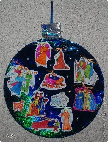 """Готовимся с ребятами к Рождеству. Оформляли выставку в витрине нашего краеведческого музея. Часть работ прошлогодняя, ну и новые, конечно, сделали. Идей было много - не всё успели:))) Это """"Рождественская композиция"""" Никиты, 6 лет фото 6"""