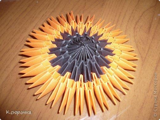 Для работы нам понадобится бумага следующих цветов: -черная -оранжевая -желтая -зеленая -белая -синяя Модули использовались А4 1/32. фото 7