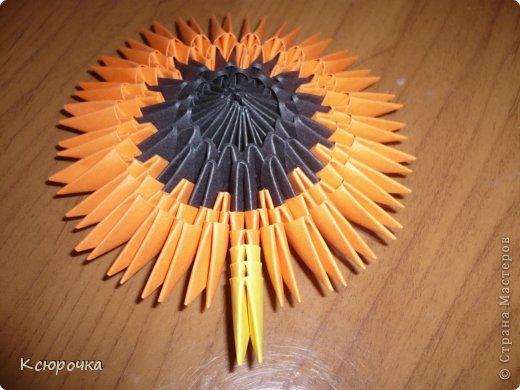 Для работы нам понадобится бумага следующих цветов: -черная -оранжевая -желтая -зеленая -белая -синяя Модули использовались А4 1/32. фото 8
