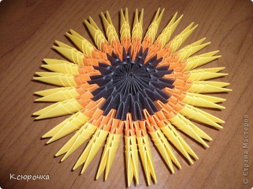 Для работы нам понадобится бумага следующих цветов: -черная -оранжевая -желтая -зеленая -белая -синяя Модули использовались А4 1/32. фото 9