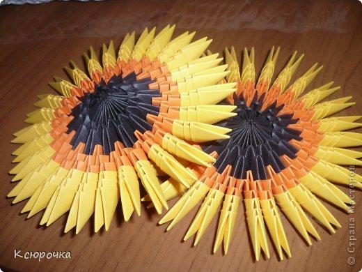 Для работы нам понадобится бумага следующих цветов: -черная -оранжевая -желтая -зеленая -белая -синяя Модули использовались А4 1/32. фото 10