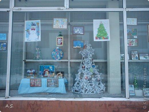 """Готовимся с ребятами к Рождеству. Оформляли выставку в витрине нашего краеведческого музея. Часть работ прошлогодняя, ну и новые, конечно, сделали. Идей было много - не всё успели:))) Это """"Рождественская композиция"""" Никиты, 6 лет фото 18"""