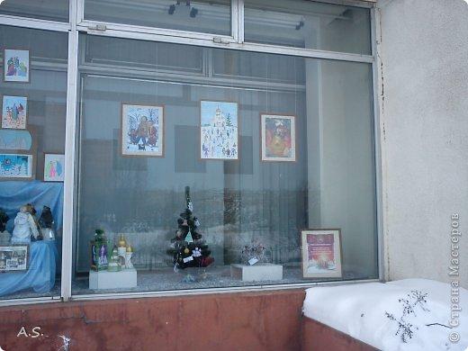 """Готовимся с ребятами к Рождеству. Оформляли выставку в витрине нашего краеведческого музея. Часть работ прошлогодняя, ну и новые, конечно, сделали. Идей было много - не всё успели:))) Это """"Рождественская композиция"""" Никиты, 6 лет фото 19"""