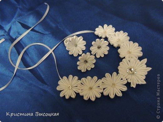 Канзаши мастер класс. Цветы из атласных лент 80
