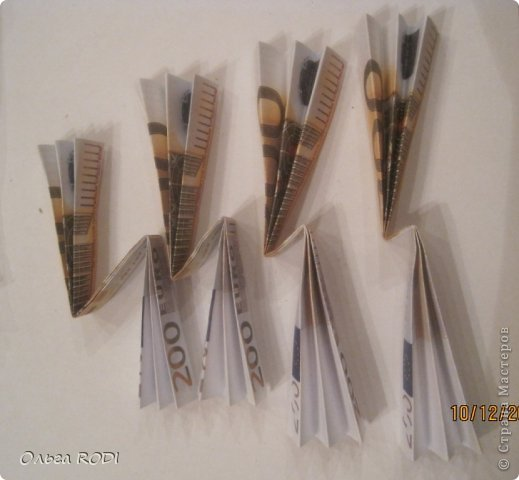 Сразу же хочу оговориться, я не претендую на авторство идеи денежной ёлки!!! Таких ёлочек полно в интернете. Я всего лишь хочу поделиться процессом создания данной елочки в моей интерпретации)) фото 18
