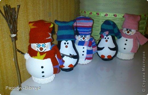 Добрый день! Сегодня решила сделать МК снеговиков и пингвинов из обычных лампочек. Идею нашла  в интернете. В реальность они красивее, даже пару человек попросили сделать на заказ))))