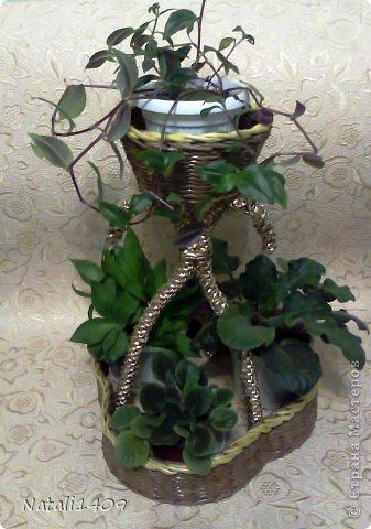Мастер-класс Поделка изделие Плетение Подставочка под цветы Бумага газетная Металл Трубочки бумажные фото 12