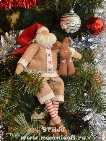 """Мастер-класс по изготовлению куклы тильды - Санта Клауса """"Заграничный Дед Мороз нам подарочки принес...""""  фото 19"""
