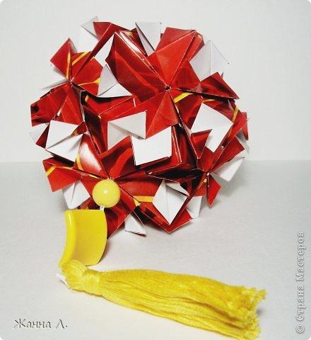 Здравствуйте ВСЕ! Пришла и моя очередь отчитаться по Luxuriant  Natalia Romanenko. Красной куси еще не было (или была?)  *Name: Luxuriant Designer: Natalia Romanenko Units: 30 Paper: 6,0Х9,0 cm (2:3) Final height: ~10,5 cm http://kusudama.info фото 1