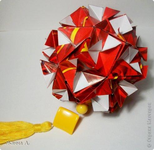 Здравствуйте ВСЕ! Пришла и моя очередь отчитаться по Luxuriant  Natalia Romanenko. Красной куси еще не было (или была?)  *Name: Luxuriant Designer: Natalia Romanenko Units: 30 Paper: 6,0Х9,0 cm (2:3) Final height: ~10,5 cm http://kusudama.info фото 3