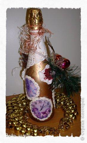 """Приветствую всех жителей СМ! Новогодний марафон поделок подходит к концу. """"Хочу чтобы была вся в золоте, с кружавчиками, шишечками, ангелочками - все, все хочу"""", - лепетала юная особа, заказывая подарок для свекрови. В результате родилась такая бутылочка.  фото 3"""