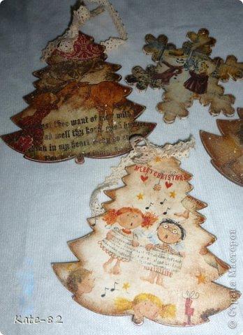 Очень нравятся зайчики и мышки Susan Wheeler и я не смогла перед ними устоять и сделала вот такой вечный календарь с этими прекрасными зайчиками. Он лежит и ждет новогодней ночи... и будет подарен любимой сестренке, которая родилась в год кролика. Я думаю ей понравится))) Техника прямой декупаж. Все материалы, использованные в работе, произведены на водной основе. Они не токсичны и абсолютно безопасны . фото 6