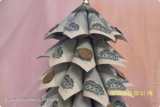 Насмотревшись на ёлочки мастериц из СМ решила сделать и себе ёлочку, да не простую а денежную... это одна из ёлочек  фото 4