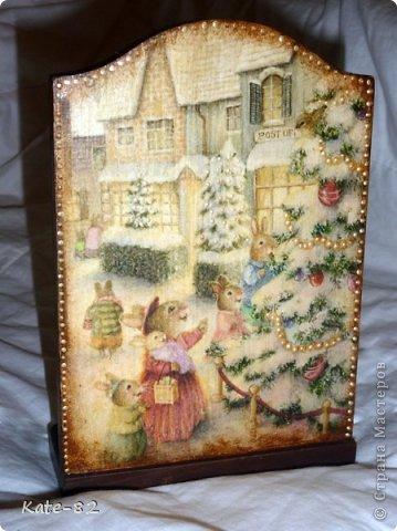 Очень нравятся зайчики и мышки Susan Wheeler и я не смогла перед ними устоять и сделала вот такой вечный календарь с этими прекрасными зайчиками. Он лежит и ждет новогодней ночи... и будет подарен любимой сестренке, которая родилась в год кролика. Я думаю ей понравится))) Техника прямой декупаж. Все материалы, использованные в работе, произведены на водной основе. Они не токсичны и абсолютно безопасны . фото 2