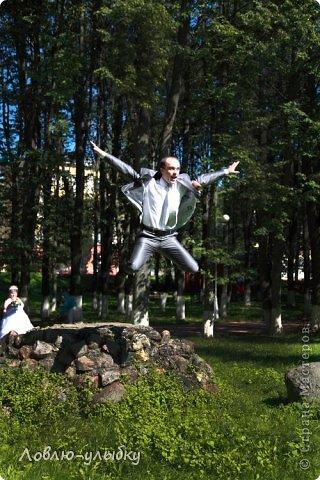 Вот некоторые эпизоды со  свадеб, проведенных нашим агентствои и запечатил всё прекрасный фотограф из Твери Андрей Васильев. Я просто сделала подписи к фотографиям. Все свадьбы состоялись без ущерба здоровью, ))))весело, романтично.....О чем я очень рада!  - У меня недавно был случай. Невесту со свадьбы отвезли прямо в роддом. - Это ерунда. Вот у нас был случай - жениха со свадьбы отвезли прямо на другую свадьбу! Поэтому своего я держу крепко! фото 5