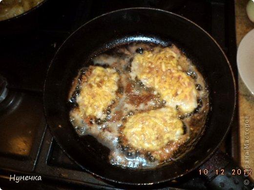 Вот такие отбивные получились,с очень поджаренной корочкой. Ингредиенты: свинина яйцо сыр твёрдых сортов грецкие орехи фото 4