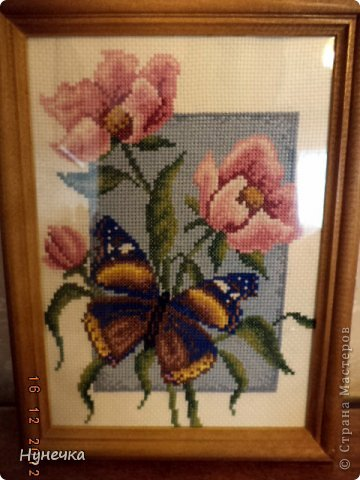 В оригинале бабочка черная,но мне показалась она мрачной и я заменила черные нити на синие фото 4