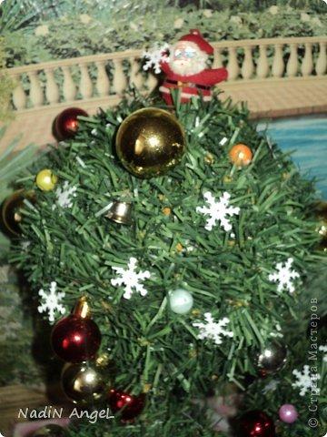 Вот наделала на новогоднюю ярмарку новогодних топиариев и ёлочек из бисера накрутила фото 4