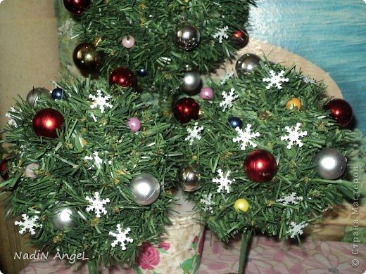 Вот наделала на новогоднюю ярмарку новогодних топиариев и ёлочек из бисера накрутила фото 5
