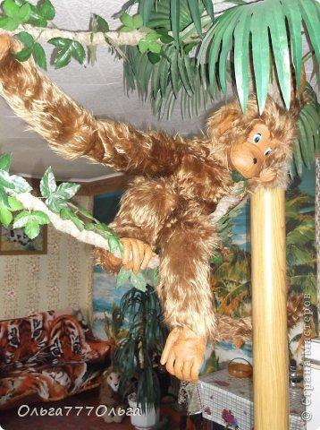 Мои мягкие игрушки. Эта обезьянка эксклюзивная.  Висяче-бнимачая, очень теплая и мягкая. На проволочном каркасе. Высота игрушки 120 см. фото 2