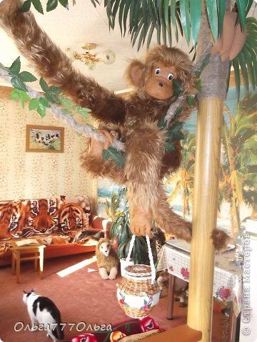 Мои мягкие игрушки. Эта обезьянка эксклюзивная.  Висяче-бнимачая, очень теплая и мягкая. На проволочном каркасе. Высота игрушки 120 см. фото 4