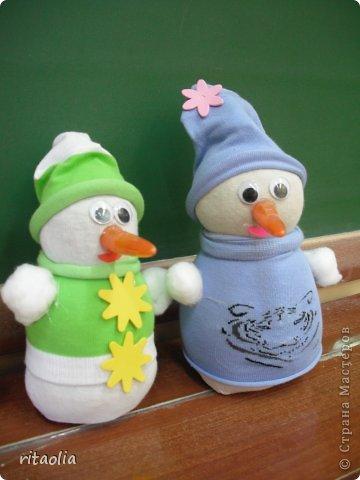 Вот такие Дедушки Морозы, выполненные в технике аппликации из пластилина, появились сегодня на уроке технологии в 3 классе. Правда, некоторые из них больше похожи на восточных султанов и волшебников, т.к. не у всех хватило пластилина белого цвета. фото 13