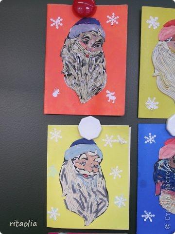 Вот такие Дедушки Морозы, выполненные в технике аппликации из пластилина, появились сегодня на уроке технологии в 3 классе. Правда, некоторые из них больше похожи на восточных султанов и волшебников, т.к. не у всех хватило пластилина белого цвета. фото 2