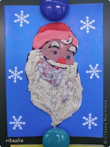 Вот такие Дедушки Морозы, выполненные в технике аппликации из пластилина, появились сегодня на уроке технологии в 3 классе. Правда, некоторые из них больше похожи на восточных султанов и волшебников, т.к. не у всех хватило пластилина белого цвета. фото 5