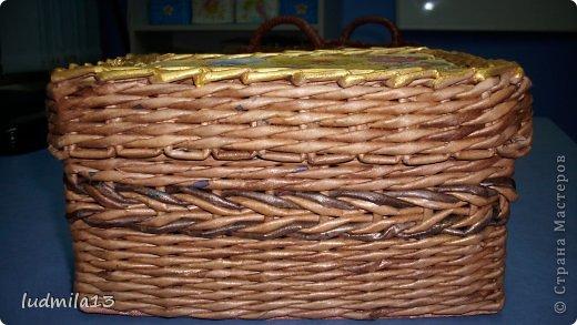 Здравствуйте, дорогие соседи по стране и гости!!!! Коробочка сплетена по заказу коллеги из газетных трубочек, морилка - разбавленный мокко и полисандр. фото 3