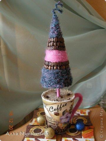 """Вот наконец-таки доделала свою пятую новогоднюю елочку.Делала ее специально под """"кофейный"""" интерьер кухни. фото 1"""