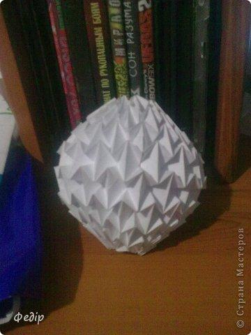 Оригами интересное и полезное занятие. Вот такая вышла новогодняя поделка.Начало оказалось немного затруднительным но вроди бы справился. Поделка сделана с листа А3.  фото 2