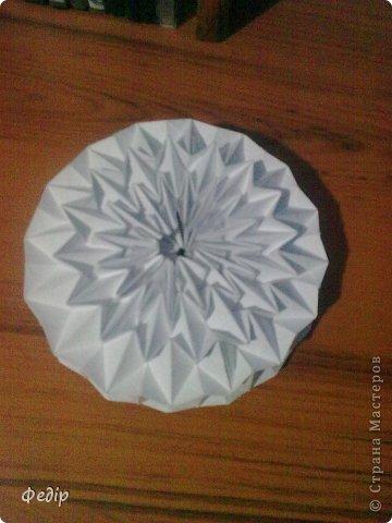Оригами интересное и полезное занятие. Вот такая вышла новогодняя поделка.Начало оказалось немного затруднительным но вроди бы справился. Поделка сделана с листа А3.  фото 3