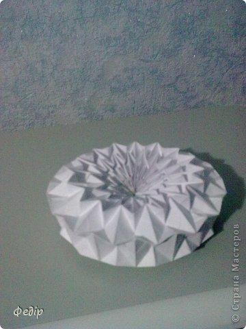 Оригами интересное и полезное занятие. Вот такая вышла новогодняя поделка.Начало оказалось немного затруднительным но вроди бы справился. Поделка сделана с листа А3.  фото 5
