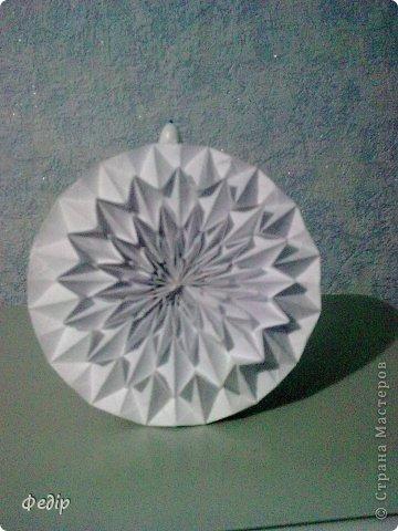 Оригами интересное и полезное занятие. Вот такая вышла новогодняя поделка.Начало оказалось немного затруднительным но вроди бы справился. Поделка сделана с листа А3.  фото 6