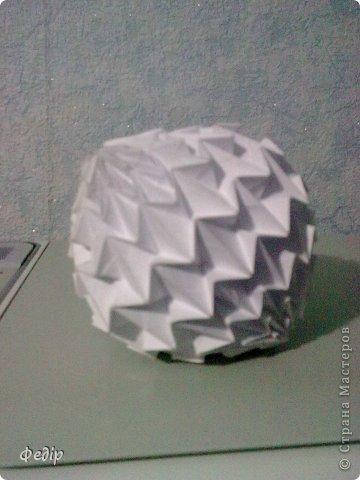 Оригами интересное и полезное занятие. Вот такая вышла новогодняя поделка.Начало оказалось немного затруднительным но вроди бы справился. Поделка сделана с листа А3.  фото 7