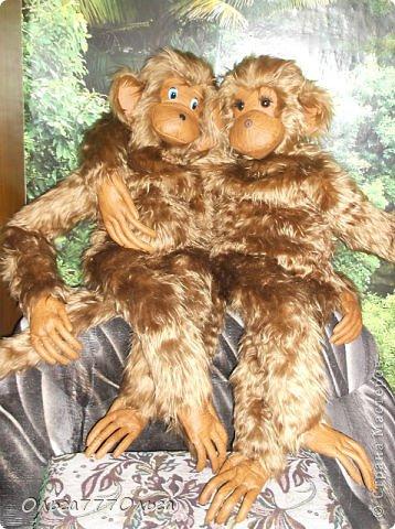 Мои мягкие игрушки. Эта обезьянка эксклюзивная.  Висяче-бнимачая, очень теплая и мягкая. На проволочном каркасе. Высота игрушки 120 см. фото 3