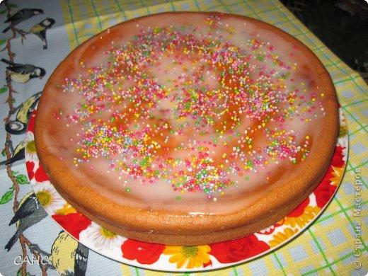 """Здравствуйте! Это торт """"Зебра"""", а точнее ингредиенты взяты из этого рецепта. Но я сделал всего одну лепешку, чтобы на ужин хватило. Всем захотелось сладкого. Решил порадовать. Рецепт: 200гр.  сливочного масла 5 яиц 1 стакан сахара 1 стакан сметаны 1/2 ч.л. соды Мука 2 стакана"""