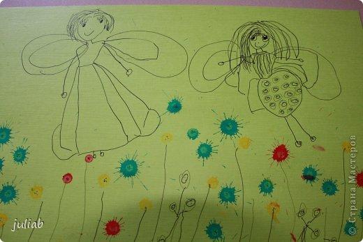 Дочка рисует много цветными карандашами и гелевыми ручками.В этой работе добавили цветную тушь.Феечки.. фото 1