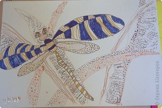 Дочка рисует много цветными карандашами и гелевыми ручками.В этой работе добавили цветную тушь.Феечки.. фото 2