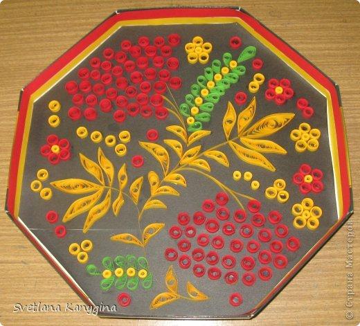 Одна из моих первых работ. Захотелось красоты. Мне кажется, что узоры Хохломы - это всегда красиво! Основа - коробка из-под конфет.