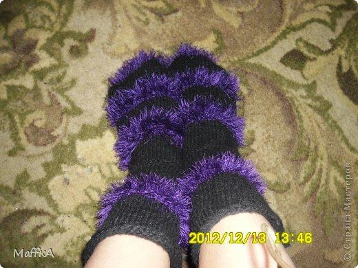 Эти носочки связала маме на новый год...Подскажите понравятся или нет???у нас с мамой размер  почти  одинаковый ,но носочки конечно не по мне... фото 1